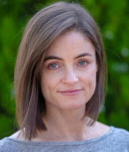 Headshot of Leslie Barnes